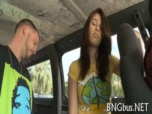 Fodendo com o namorado no carro
